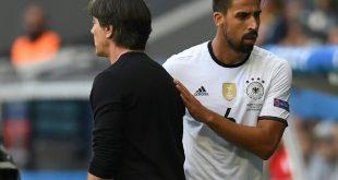 Ex-Nationalspieler Khedira (r.) und Trainer Löw