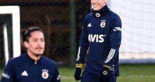 Mesut Özil wird euphorisch begrüßt bei Fenerbahce