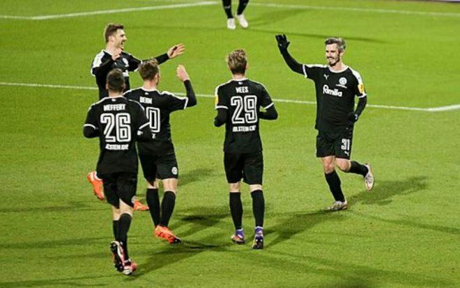 Holstein Kiel schlägt Bayern München im Pokal