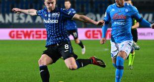 Robin Gosens (l.) verhilft Bergamo  zum 2:0-Sieg