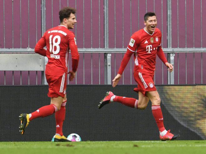 Lewandowski (r.) hat Chancen, den Torrekord zu brechen