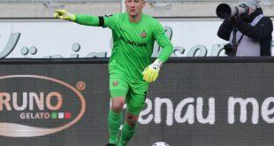Kevin Broll hält das Remis für Dresden fest