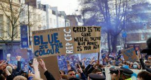 Fans protestieren in London gegen die Super League