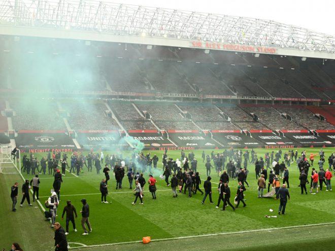 Hunderte Fans gelangten in den Innenraum des Stadions
