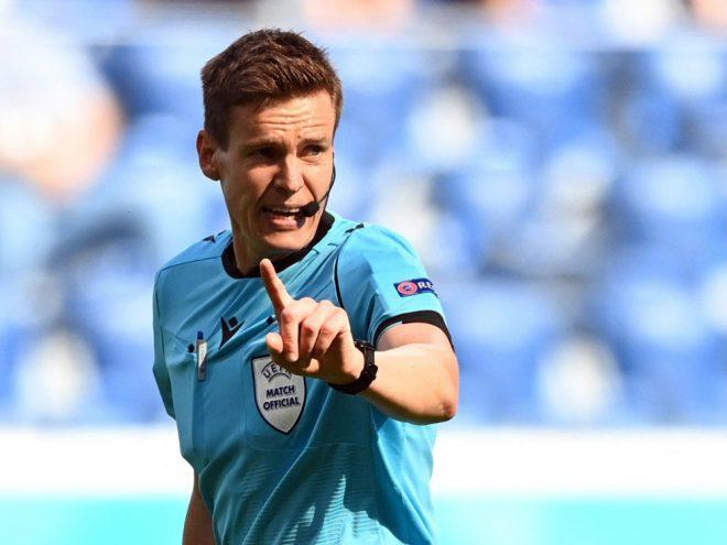 Daniel Siebert pfeift Wales gegen Dänemark