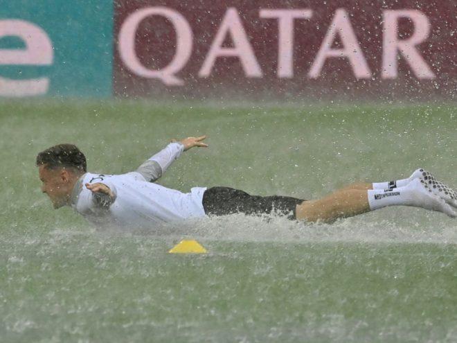 Österreichs Christoph Baumgartner im Regen von Bukarest