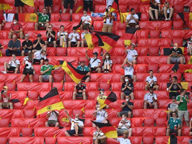 Der DFB möchte Reglungen zur Maskenpflicht prüfen