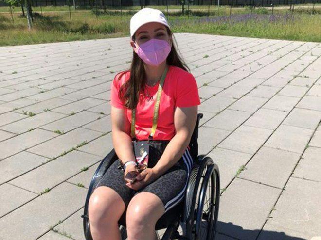 Kristina Vogel besucht DFB-Mannschaft beim Training