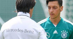 Mesut Özil (r.) will sich mit Joachim Löw (l.) versöhnen