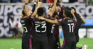 Die Mexikaner bejubeln einen Treffer im Halbfinale