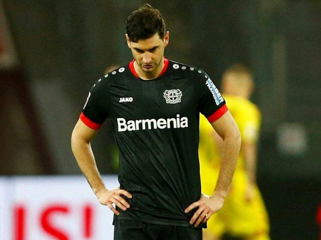 Stürmer Lucas Alario wird den Saisonstart verpassen