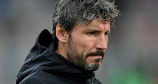 Mark van Bommel muss als erster Trainer der Saison gehen