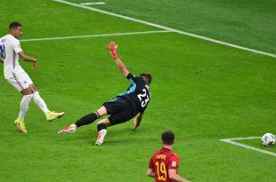 Die UEFA regt eine Anpassung der Abseitsregel an